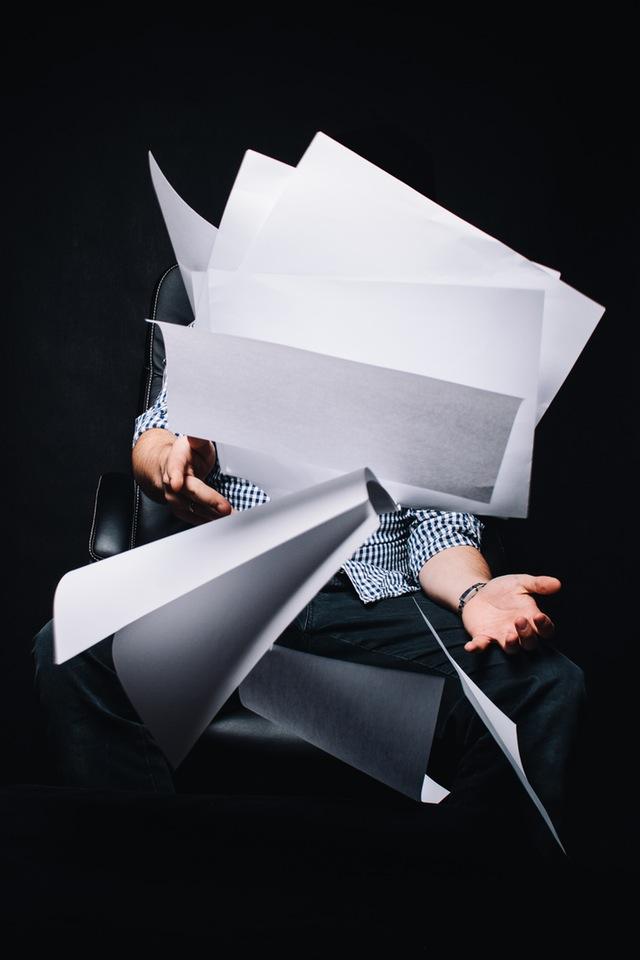Asiantuntijan näkemys on arvokas, mutta usein myös kaventaa näkökyvyn kaistaa... silloin paperit lentää :)
